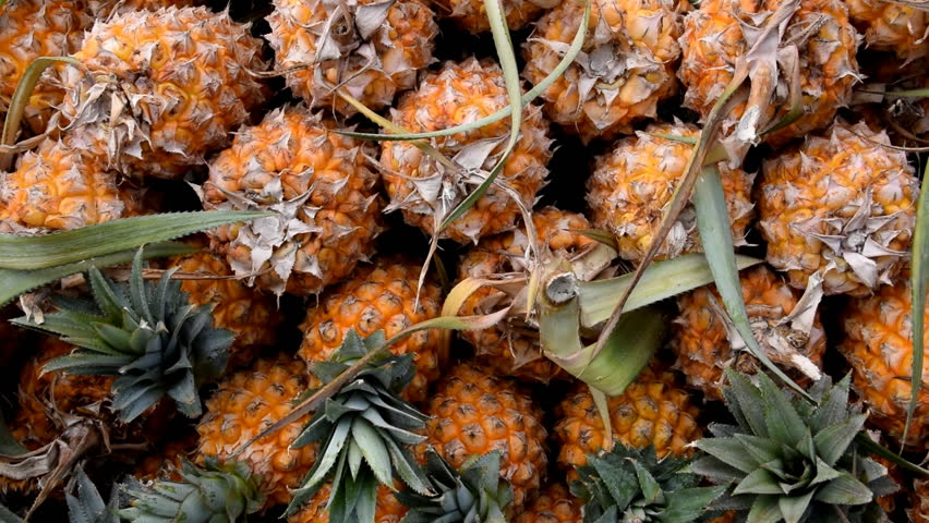 how to tell if a pineapple is ripe video