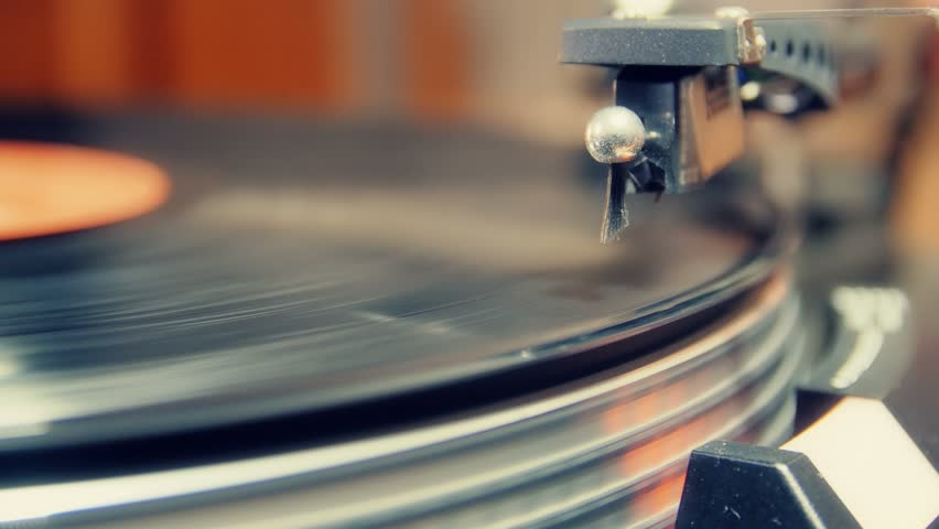 turntable player,dropping stylus needle on vinyl record playing