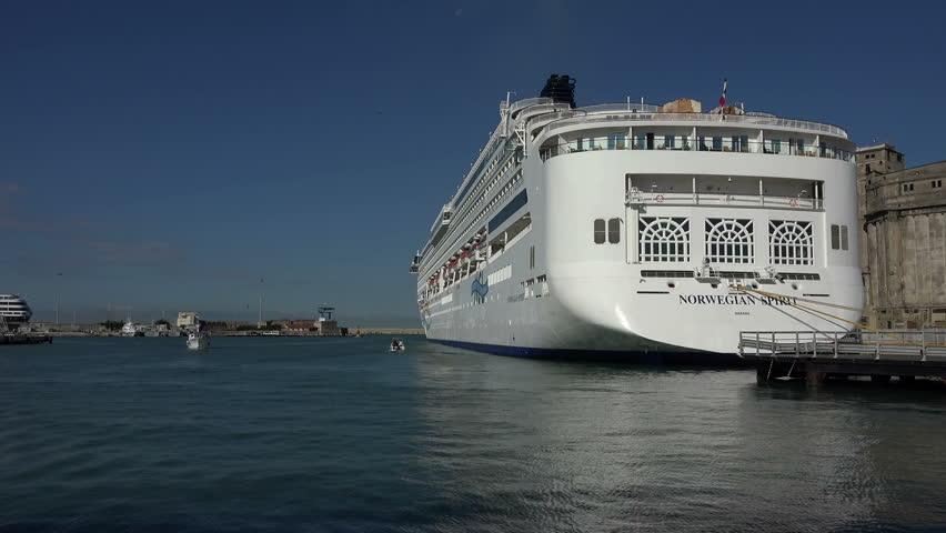 Italy sept 2014 cruise ship swimming pool mediterranean for Sea spirit fishing