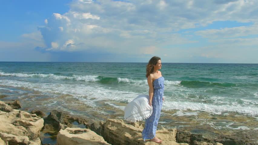Windy Dress Clips Woman 22