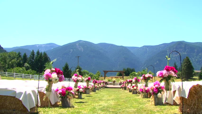 Outdoor wedding setting in washington viewing altar and for Outdoor wedding washington state