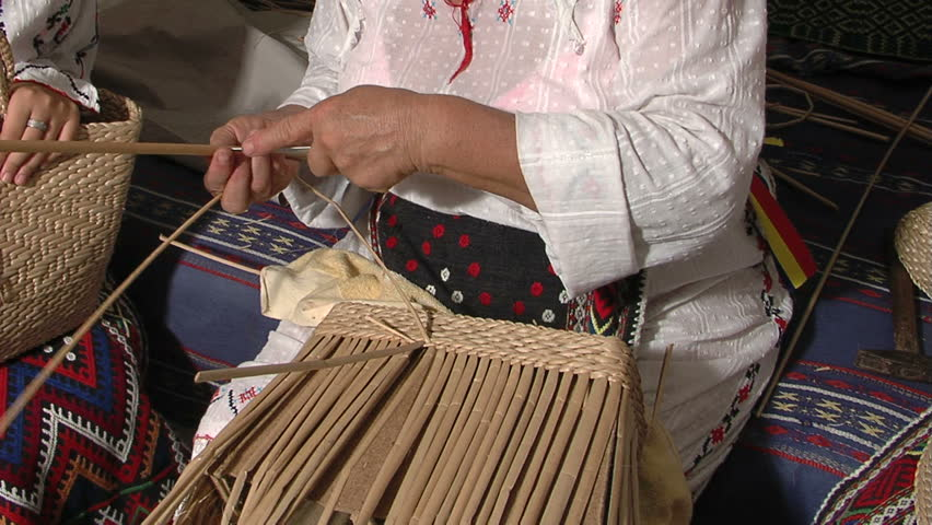 How To Weave A Basket Out Of Cattails : Cattail basket the art of weaving with leaves