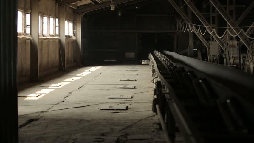 Conveyor grain in granary