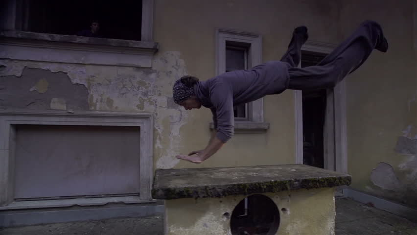 SLOW MOTION: free runners jumping