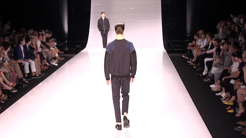 Model Catwalk Models Walk on The Catwalk