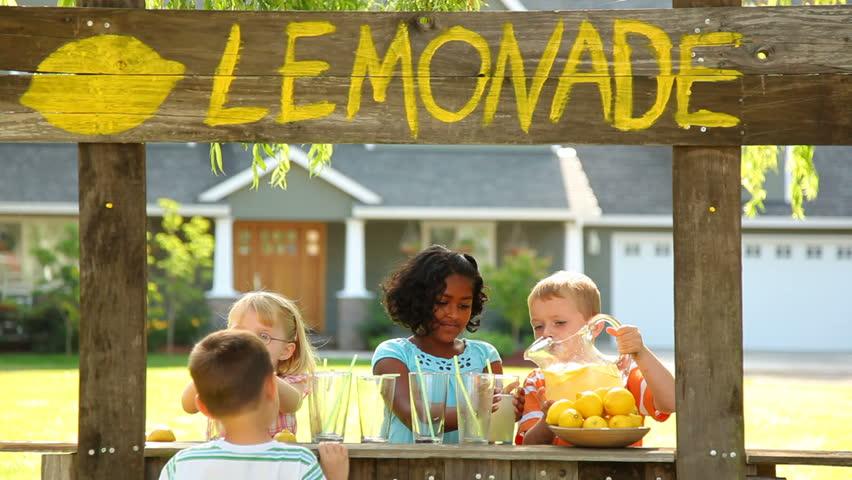 Kids with lemonade stand