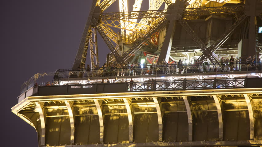 Close up time lapse of the eiffel tower in paris at night for Paris night time