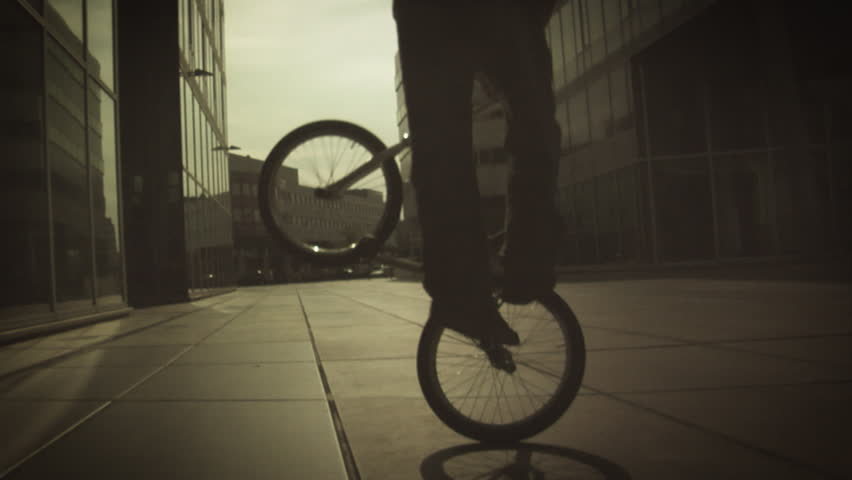 BMX: Flatland - Spinning No Hands