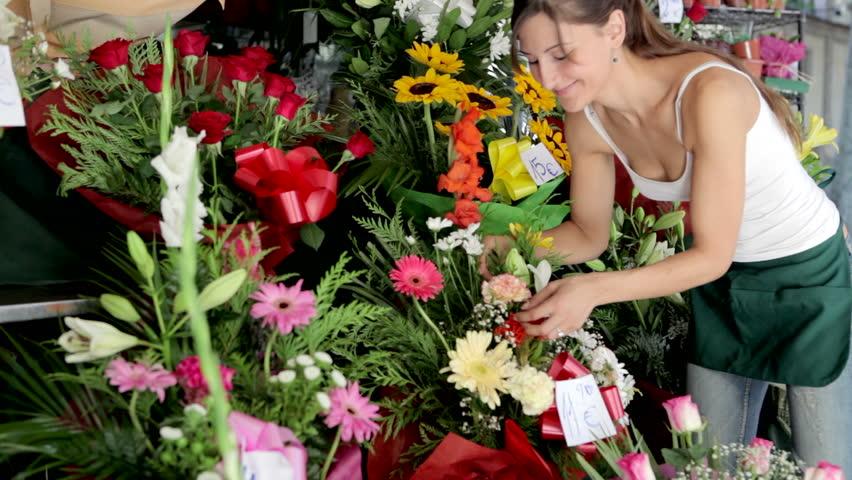 flower arrangement workshop for young entrepreneurs Mānoa campus, east-west center research program, burns hall, room 3012 12:00pm.