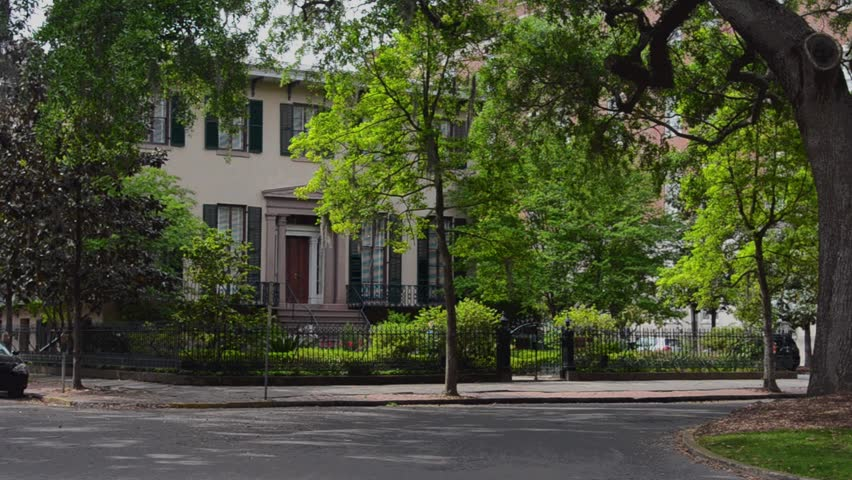 Savannah georgia 8 14 13 street scene on chorlton for Historic houses in savannah ga