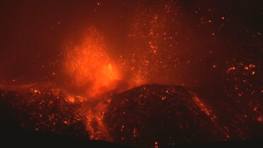 Volcano explosion ( Etna - 11\17\13 )