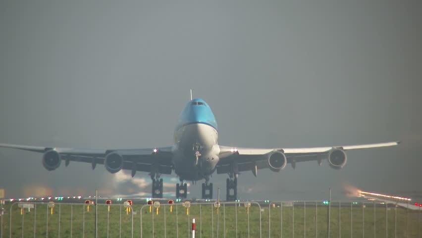 4K: Jumbojet takeoff head on