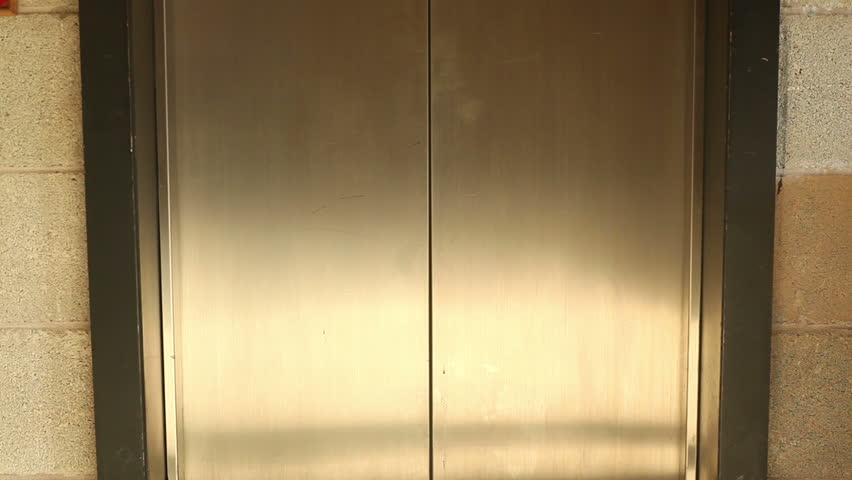 Elevator door opening and closing in a hallway