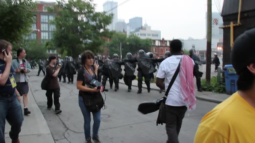 how to become a riot officer in canada