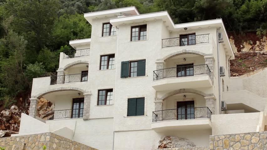 Lustre salle a manger contemporain for Villa moderne motel
