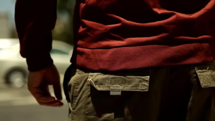 man hide a gun under shirt