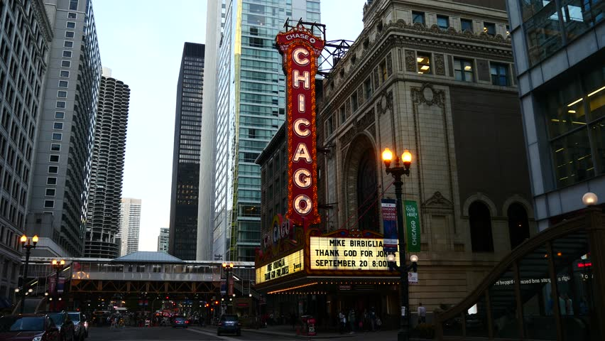 CHICAGO SEPTEMBER 2014 The Famous Chicago Theater On State Street On Septe