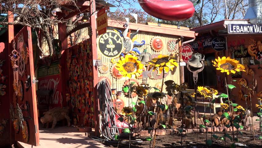 Sedona arizona jan 2015 sedona arizona downtown road for Mexican arts and crafts for sale